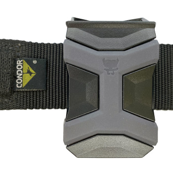Universal CCW Magazine Carrier with Glock 17 Magazine on a Condor Riggers Belt Front View